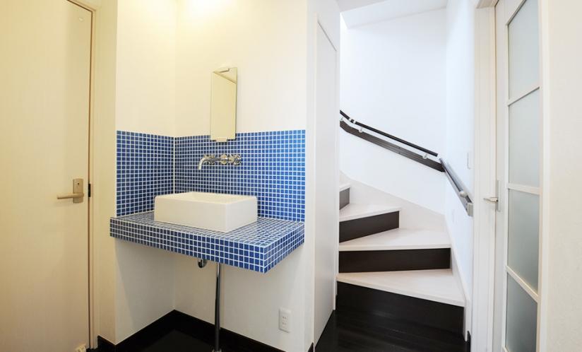 1階洗面・階段