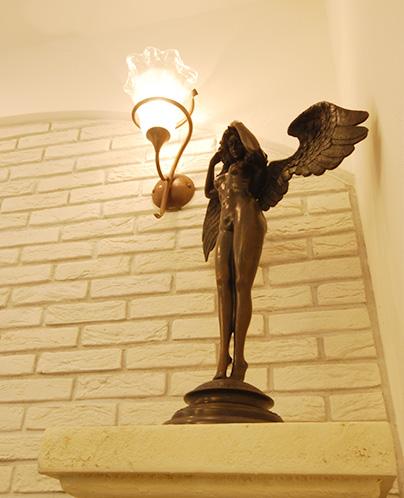 ブロンズの女神像