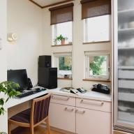 1F キッチン脇のパソコン・家事スペース