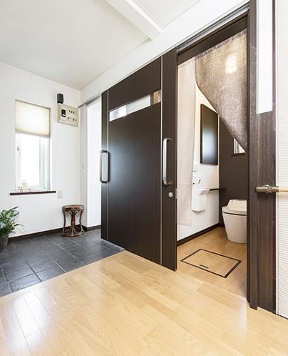 玄関ホール・トイレ