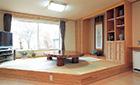 ワンフロアをテーマ別に仕切り、個性の違う家具で味つけ