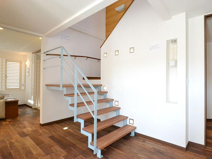 新旧が共存した階段