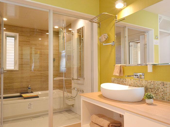 シンプルでスッキリとした洗面室