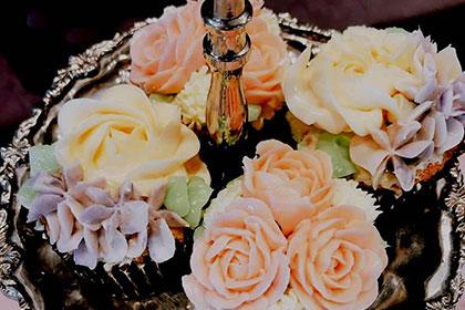 土屋グループ銀座ショールームでバラのおもてなし~バラのクリーム絞り方レッスン~