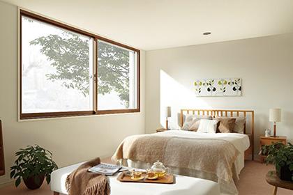 「窓の断熱性を高めて冬に備える」